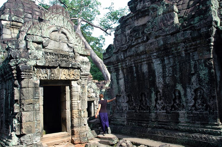 Michelle Della Giovanna from Full Time Explorer walks through the temples in Siem Reap