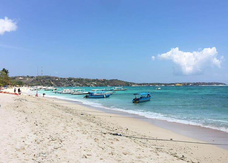 Boats floating along the edge of the water at Jungut Batu Beach in Nusa Lembongan
