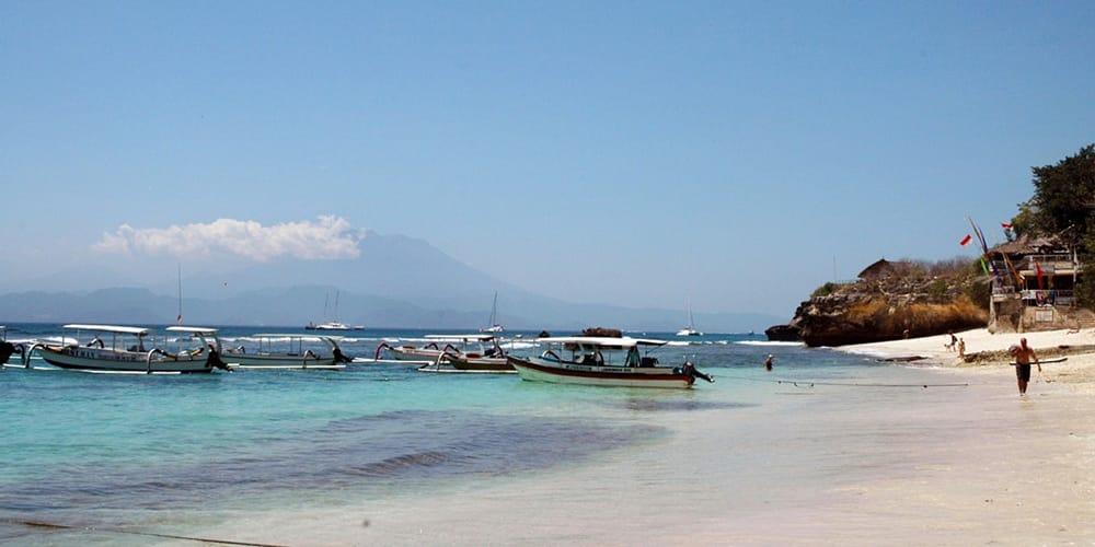 Best Beaches in Nusa Lembongan: Where to Sunbathe, Snorkel & Chill