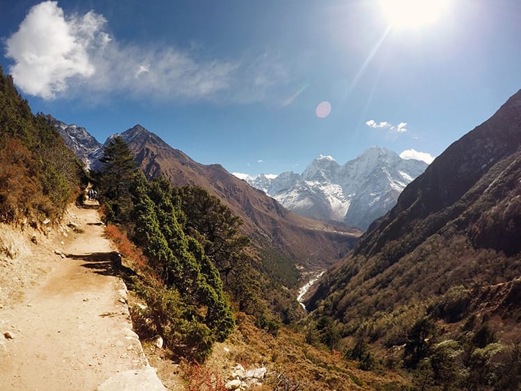The pathway to Dole on the way to Everest Base Camp