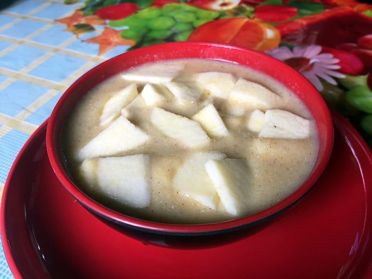 Tshampa porridge with apples in it