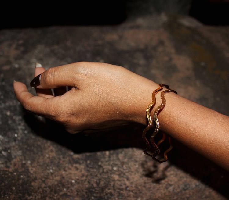 A thin wavy designed bracelet from Aksa Nepal